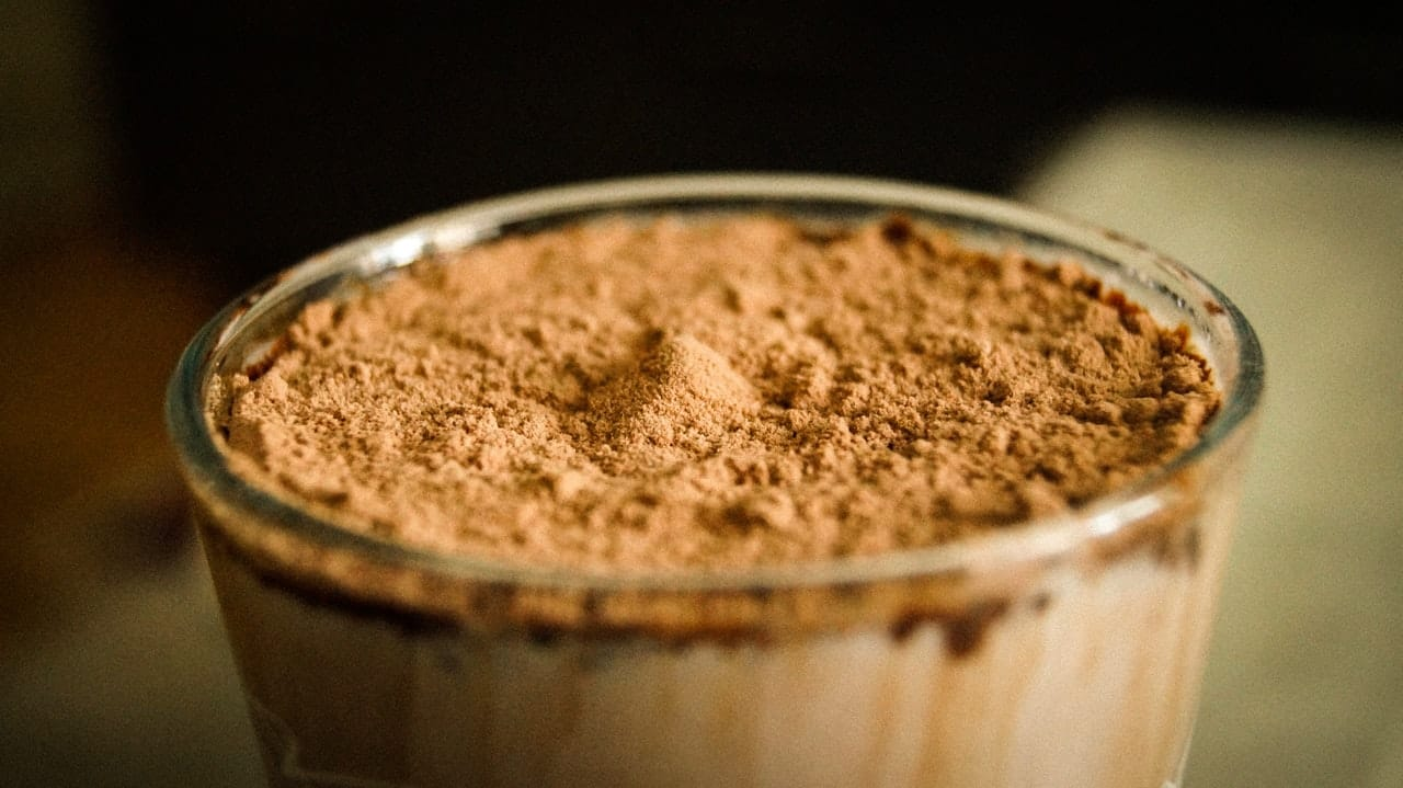 What's in 1 scoop of whey protein? (calories and protein amount)